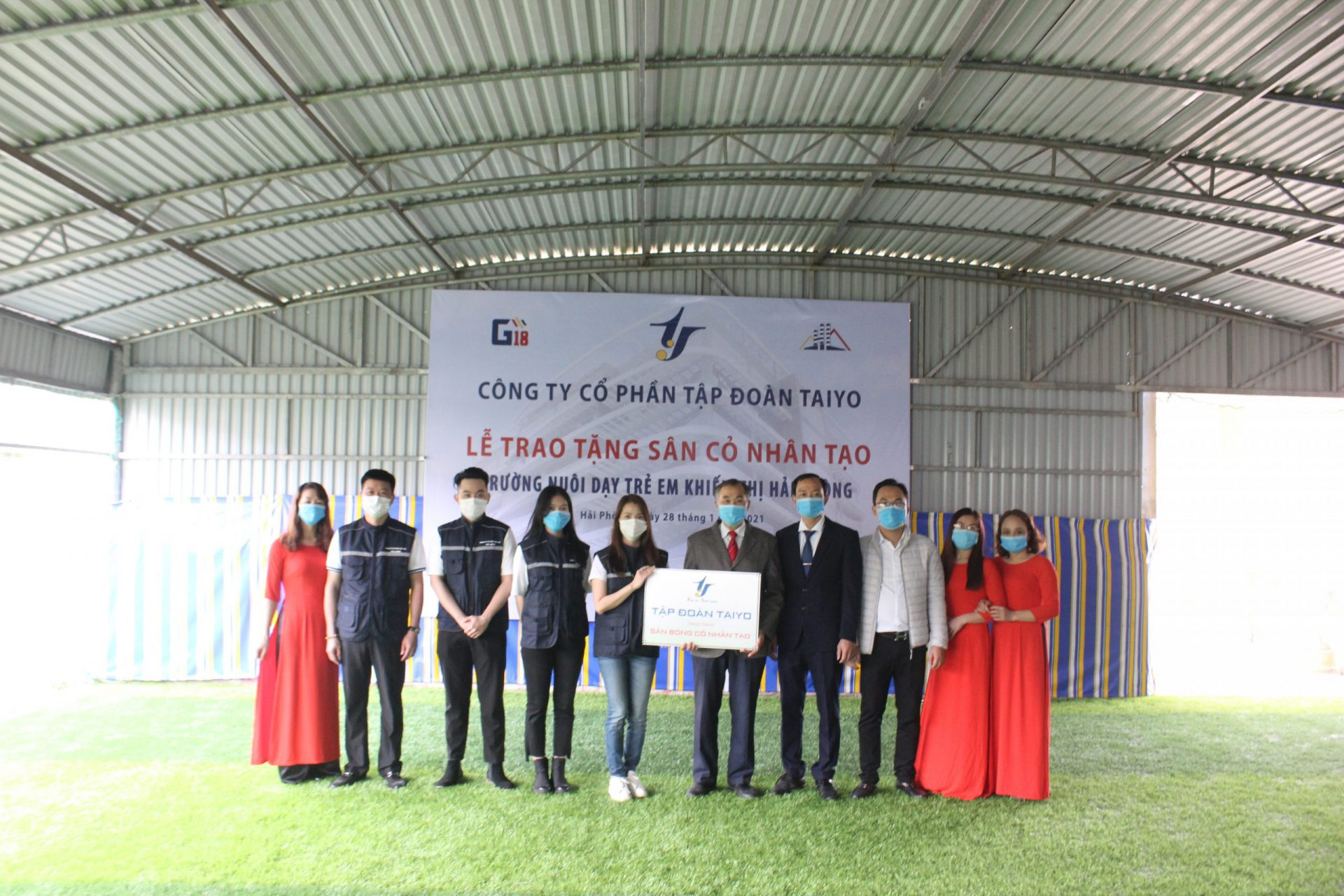 The handover ceremony of the artificial turf field to Hai Phong's school for the visually impaired