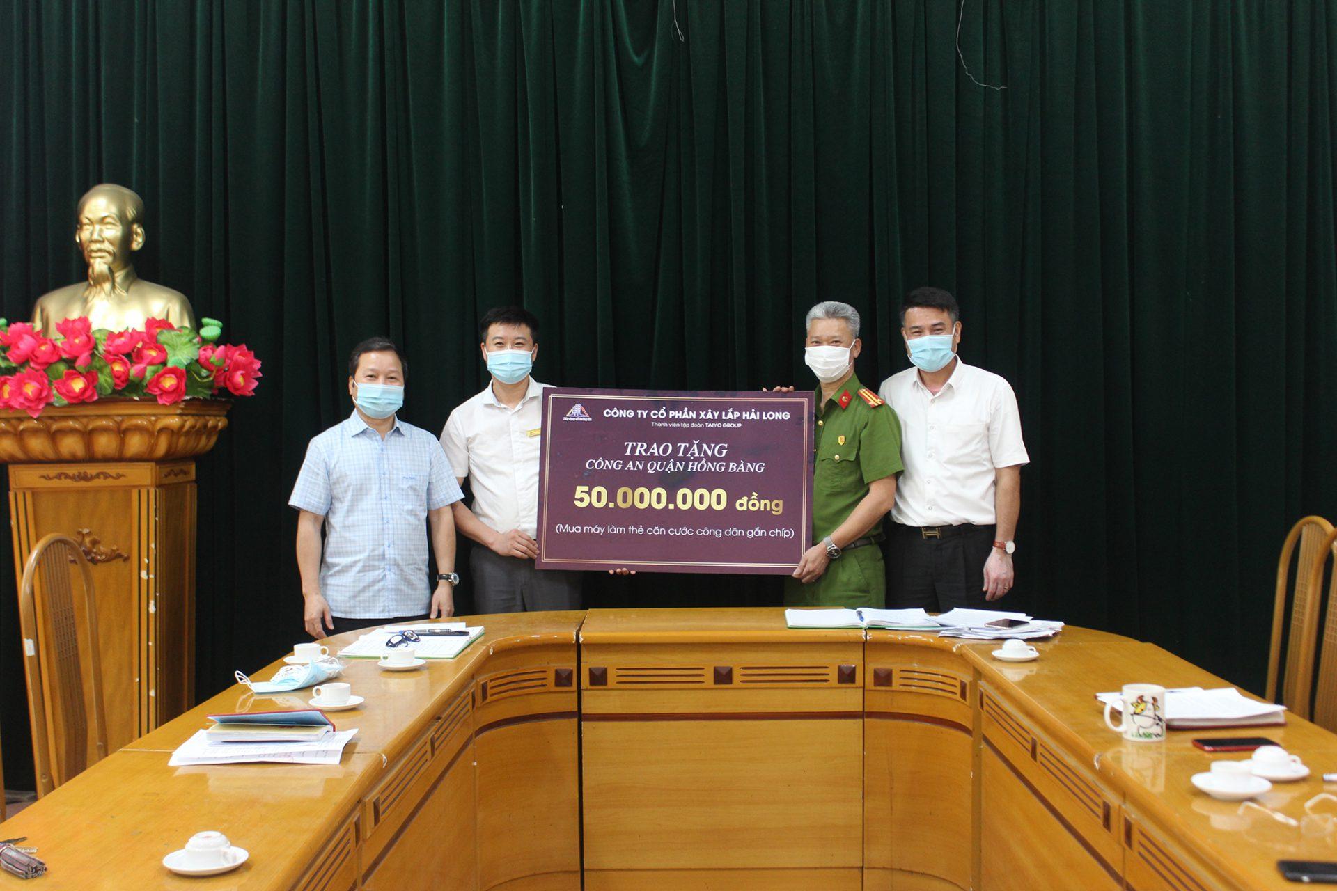 Công ty CPXL Hải Long hỗ trợ kinh phí  mua máy làm thẻ căn cước công dân gắn chip cho Công an quận Hồng Bàng