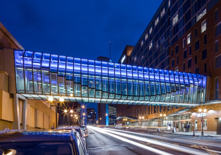Cầu vượt Hilton Columbus ở trung tâm thành phố Columbus, bang Ohio, Mỹ
